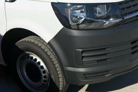2019 Volkswagen Transporter T6 SWB Van Normal Roof Van Image 2