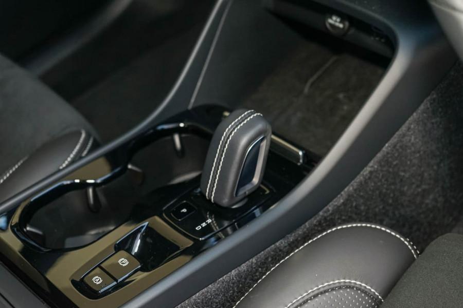 2019 Volvo XC40 XZ T5 R-Design Suv Mobile Image 17
