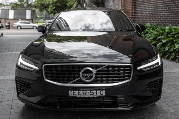 2020 Volvo S60 Z Series T8 R-Design Sedan Image 2