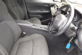 2018 Toyota C-hr NGX10R Suv Mobile Image 13