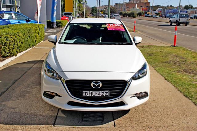 2016 Mazda Mazda3 BM5478 Neo Hatchback Image 3
