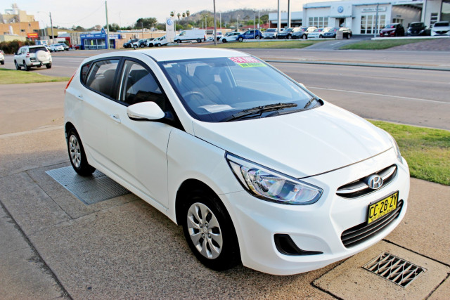 2015 Hyundai Accent RB2  Active Hatchback Image 4