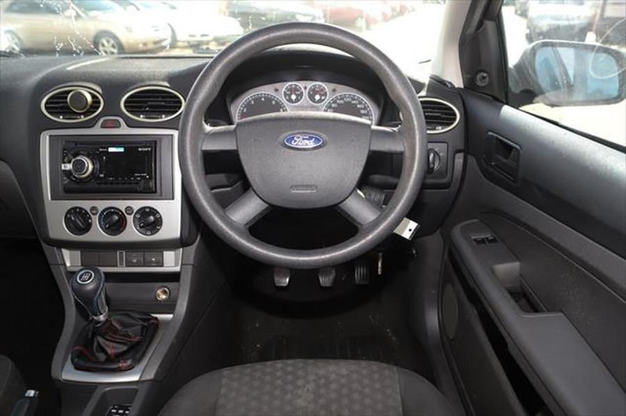 2007 Ford Focus LT CL Sedan Image 12
