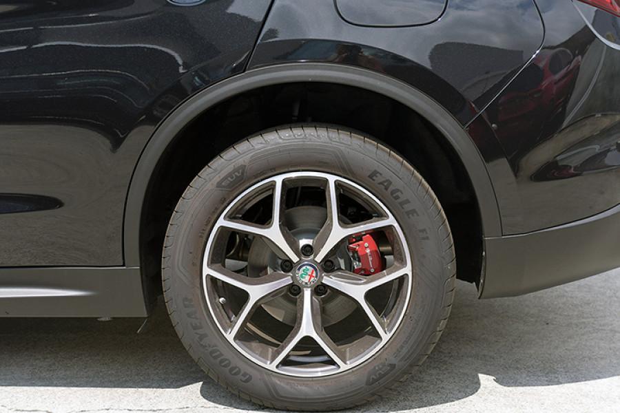 2018 Alfa Romeo Stelvio Stelvio Suv Mobile Image 5