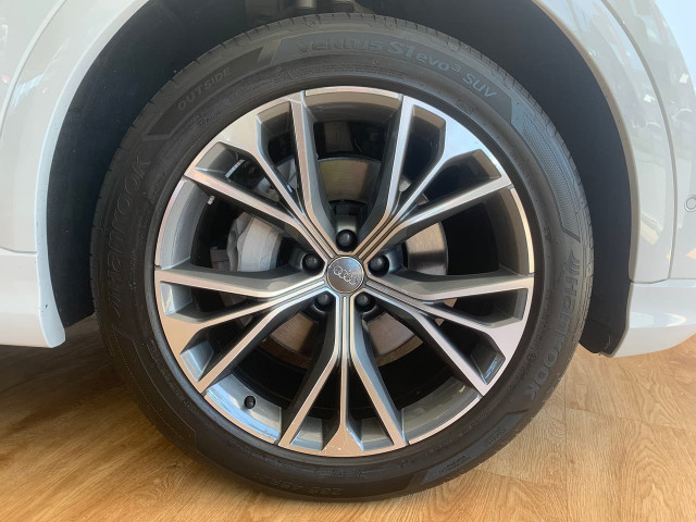2019 Audi Q8 4M MY19 55 TFSI Suv Image 7