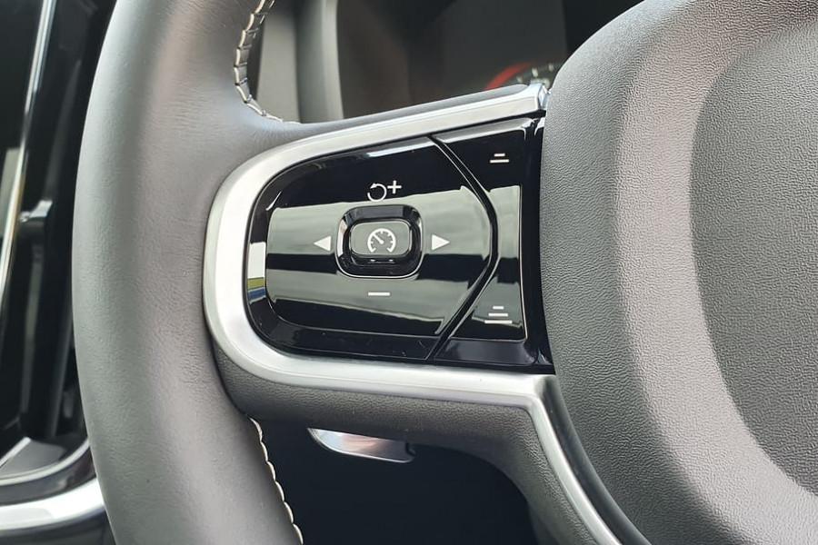 2020 Volvo S60 Z Series T8 R-Design Sedan Mobile Image 20
