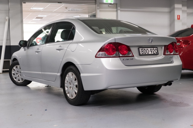 2007 Honda Civic 8th Gen  VTi Sedan Image 2