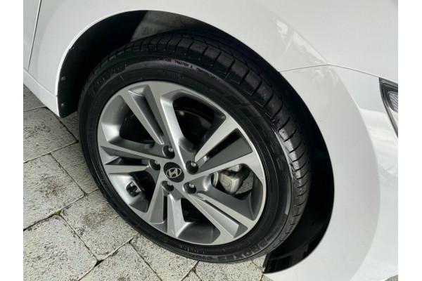 2018 Hyundai Elantra Elite Sedan Image 5