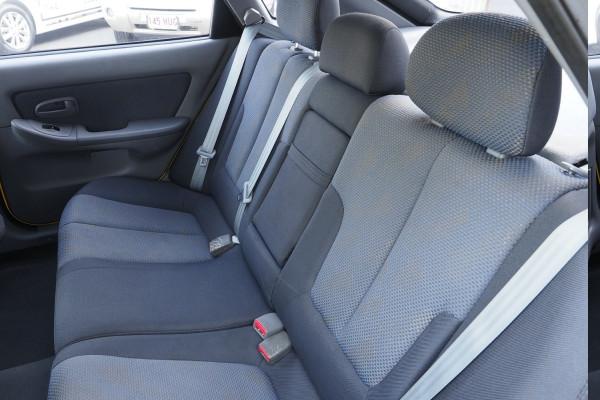 2005 Hyundai Elantra XD MY05 GLS Hatchback Image 4