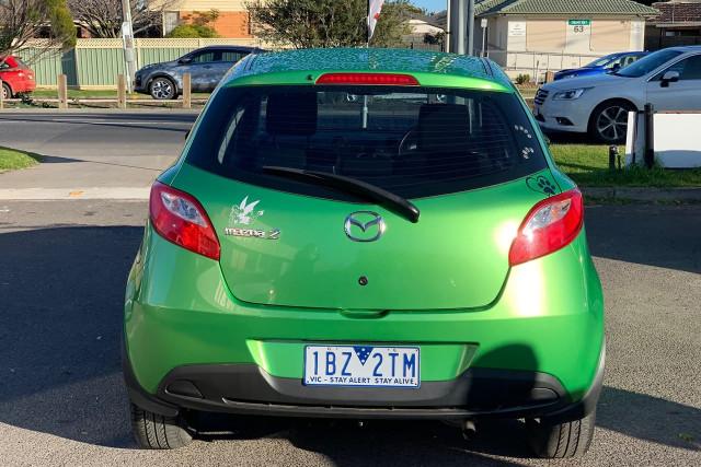 2010 Mazda 2 Neo 12 of 22