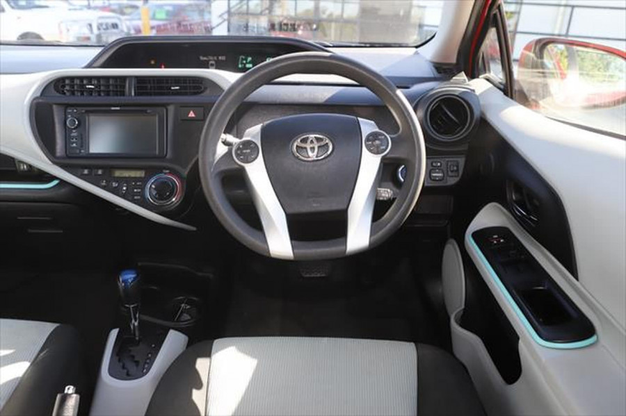 2013 Toyota Prius ZVW30R MY12 Liftback Image 12