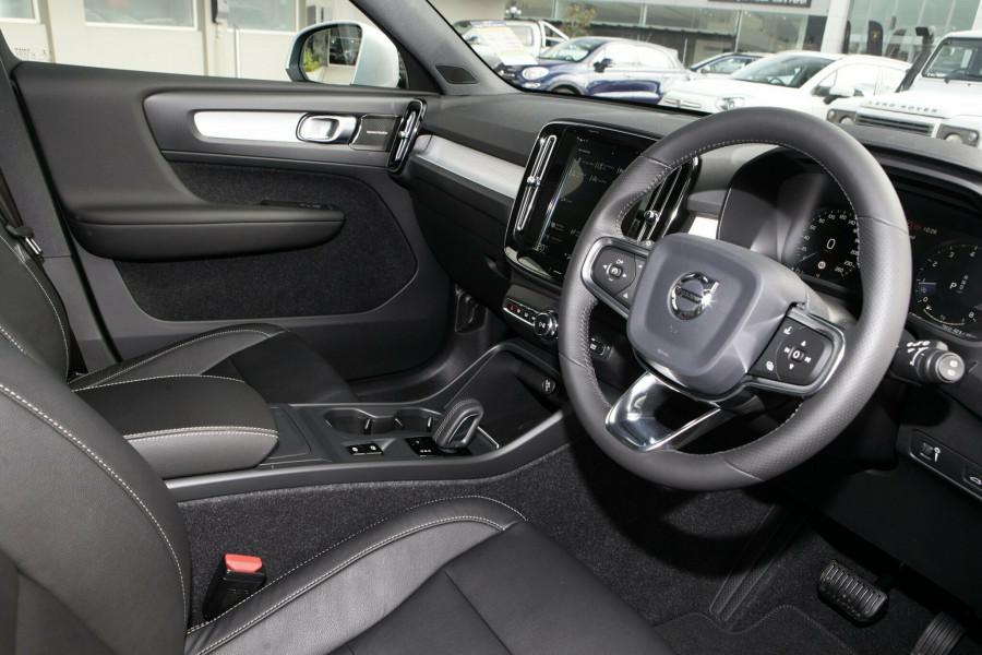 2019 Volvo XC40 XZ MY19 T4 Momentum Suv Mobile Image 6
