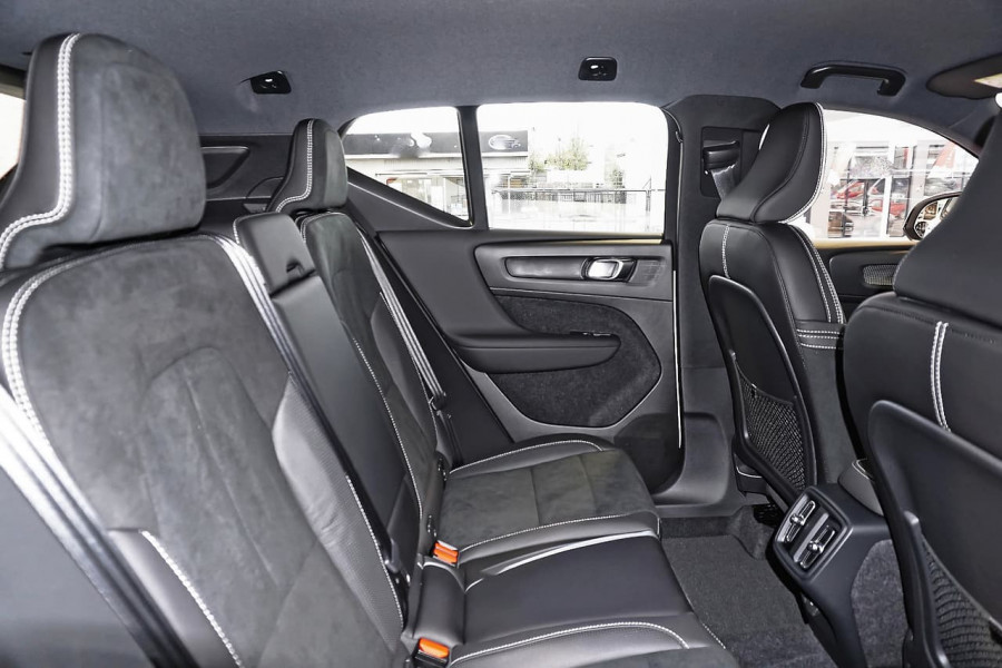 2019 Volvo XC40 T5 R-Design Suv Mobile Image 7