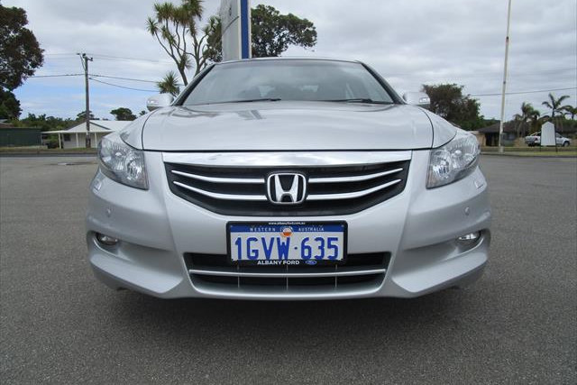 2012 MY11 Honda Accord 8th Gen  V6 V6 - Luxury Sedan Image 2