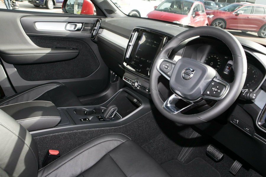 2019 Volvo XC40 T4 Momentum Suv Mobile Image 7