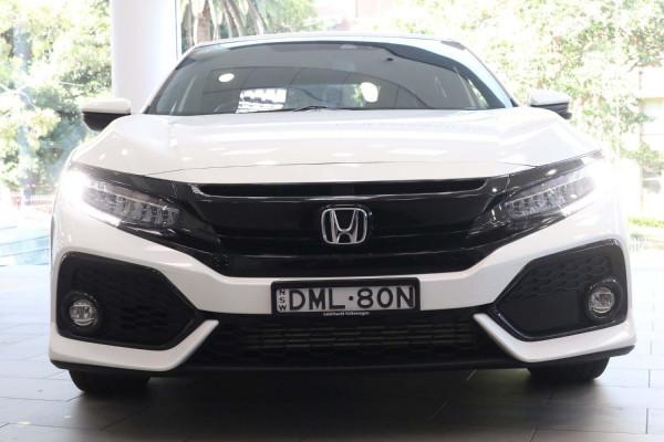 2017 Honda Civic 10th Gen  VTi Hatch Image 5
