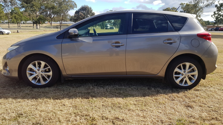 2015 Toyota Corolla ZRE182R Ascent Sport Hatch Image 4