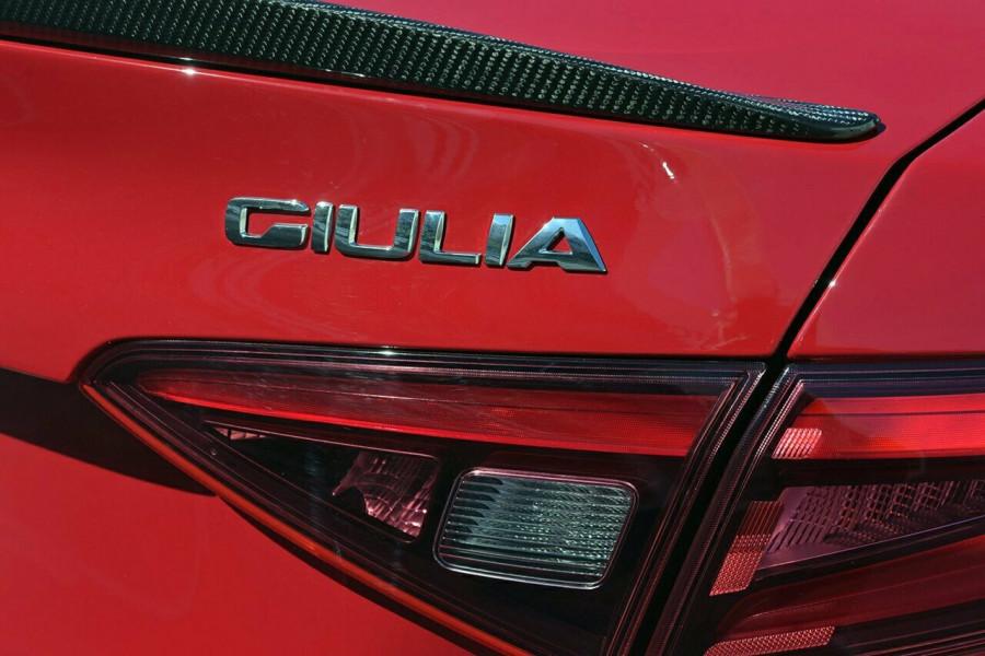 2017 Alfa Romeo Giulia Quadrifoglio Sedan Mobile Image 6