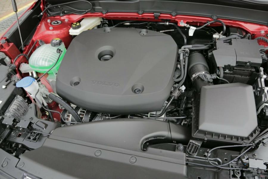 2019 Volvo XC40 T5 R-Design (AWD) Suv Mobile Image 19