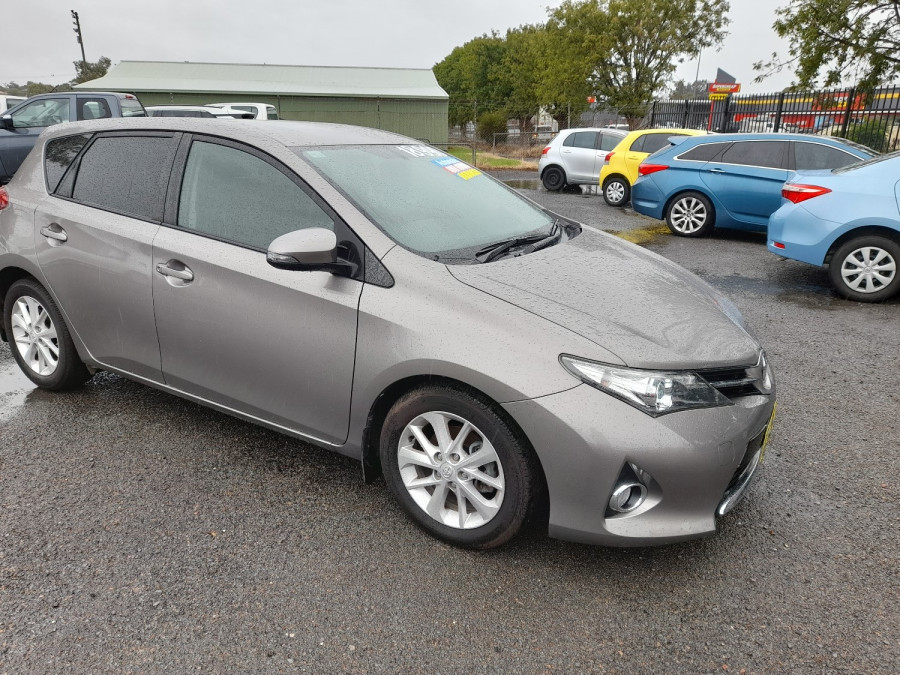 2015 Toyota Corolla ZRE182R Ascent Sport Hatch Image 1