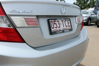 2013 Honda Civic 9th Gen Ser II MY13 VTi-L Sedan Image 5