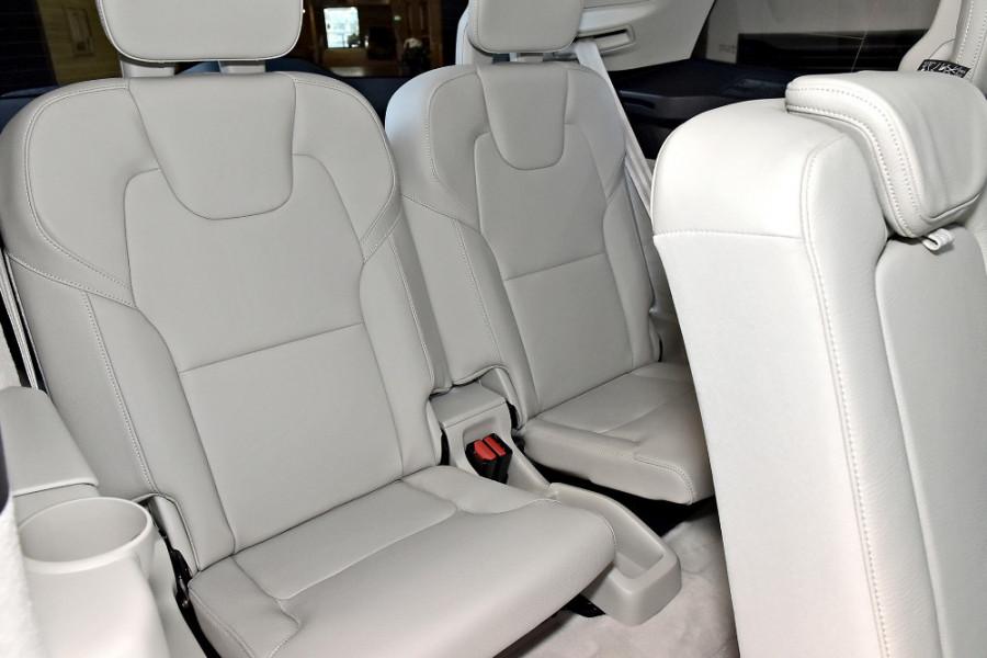 2018 MY19 Volvo XC90 L Series D5 Momentum Suv Mobile Image 11