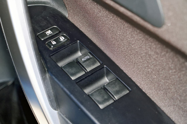 2013 Toyota Corolla ZRE182R Ascent Sport Hatchback image 13