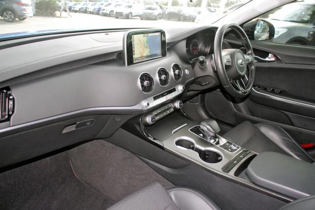 2017 Kia Stinger CK MY18 330Si Sedan Image 9