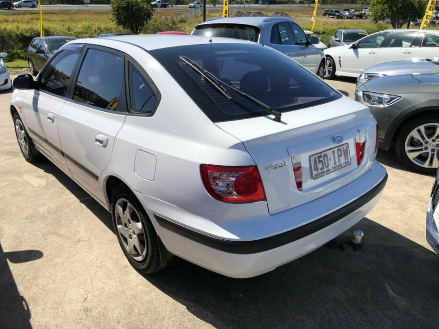2005 Hyundai Elantra XD 05 Upgrade 2.0 HVT Hatchback Image 3