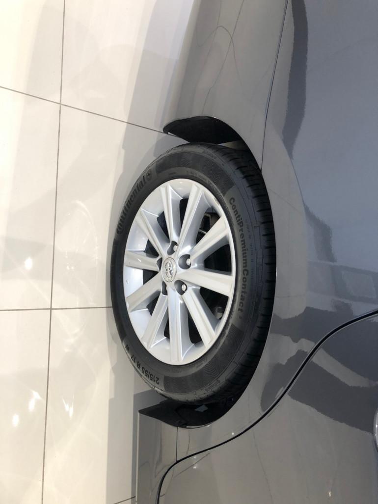 2017 Toyota Aurion GSV50R AT-X Sedan Image 9