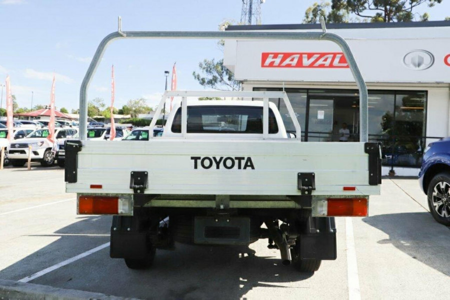 2016 Toyota HiLux GUN122R Workmate Cab chassis Image 8