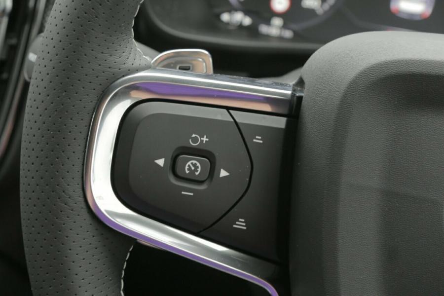 2019 Volvo XC40 T5 R-Design (AWD) Suv Mobile Image 12
