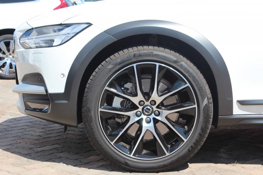 2020 Volvo V90 Cross Country P Series D5 Wagon Image 5