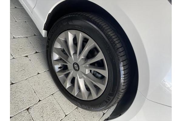 2017 Hyundai Sonata LF3  Active Sedan Image 4