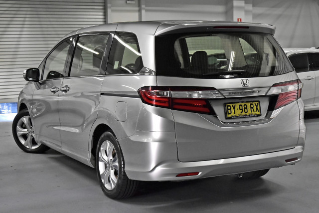 2014 Honda Odyssey 5th Gen VTi Wagon Image 2