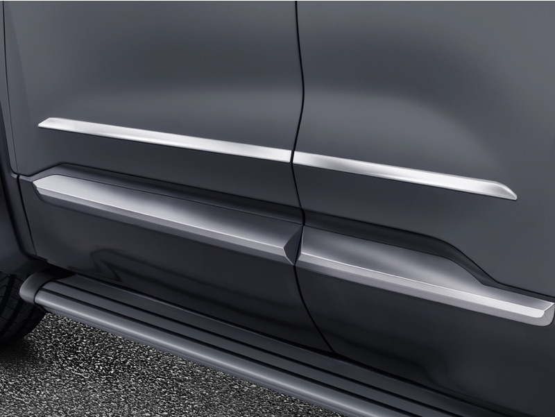 Chrome side door trim lines
