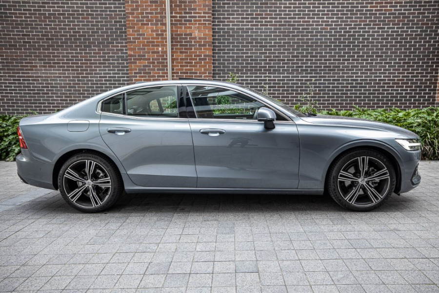2020 Volvo S60 Z Series T5 Inscription Sedan Image 7