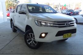 Toyota HiLux SR5 4x4 Double-Cab Pick-Up GUN