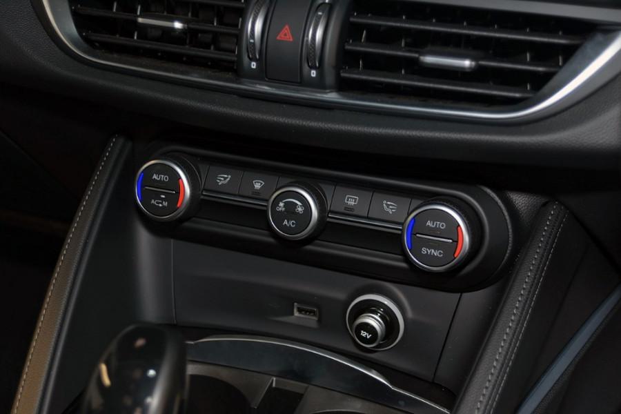 2018 Alfa Romeo Stelvio Stelvio Suv Mobile Image 17
