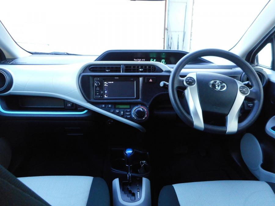 2013 MY12 Toyota Prius Image 15