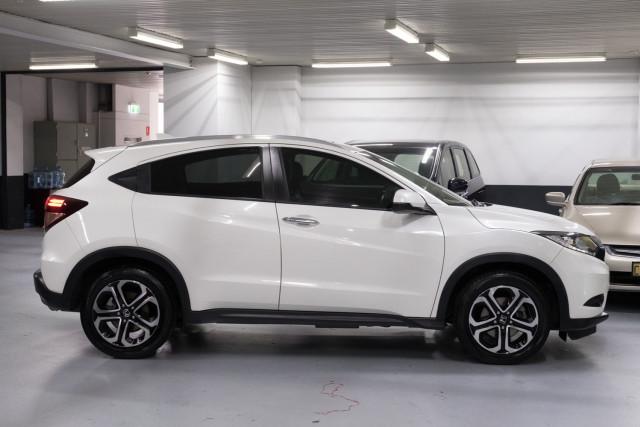 2016 Honda HR-V VTi-L Hatchback Image 3