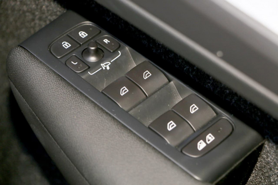 2019 Volvo XC40 XZ T4 Momentum Suv Mobile Image 18