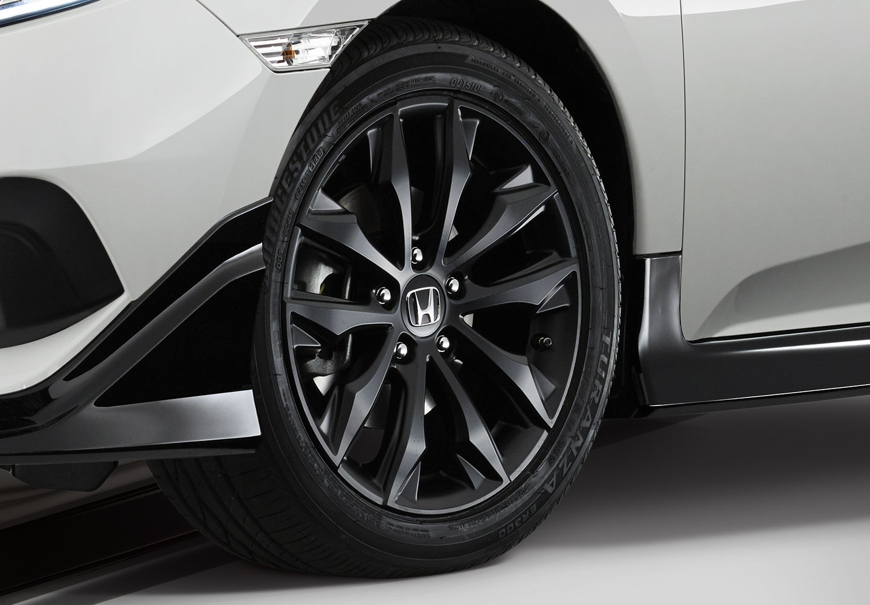"<img src=""17-inch black alloy wheels"