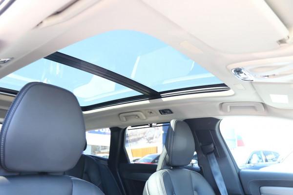 2019 Volvo V90 Cross Country D5 Wagon Image 3