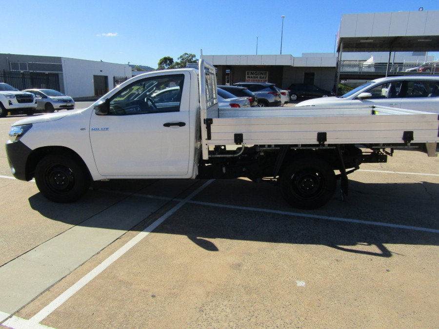 2018 Toyota HiLux WorkMate 4x2 Single-Cab Cab-Chassis Cab chassis Image 3