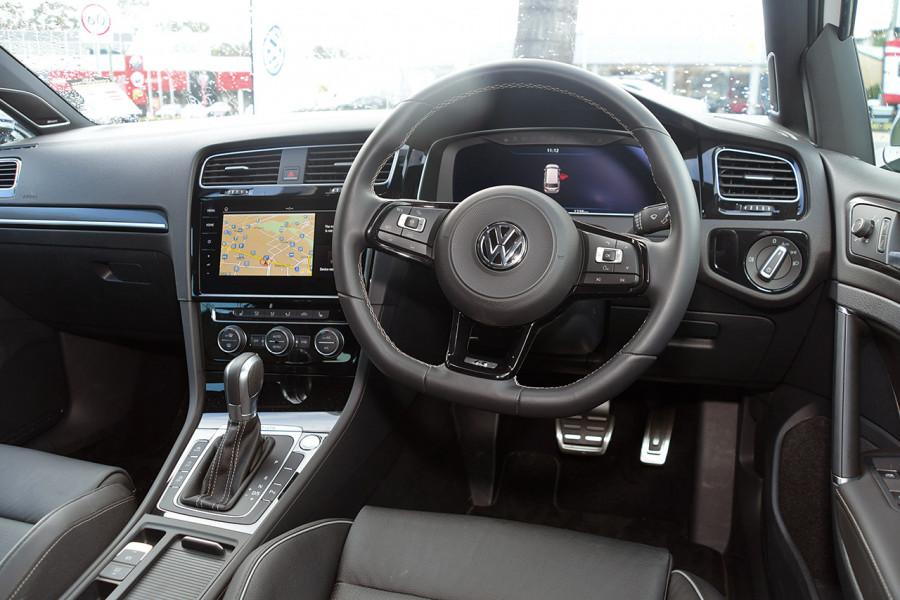 2018 Volkswagen Golf Wagon 7.5 R Wagon Mobile Image 9