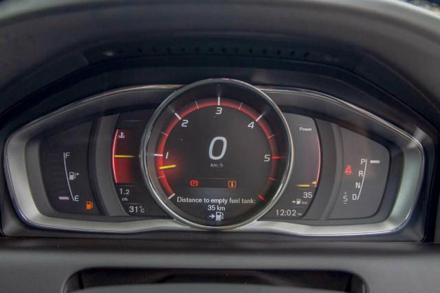 2016 Volvo XC60 D5 Luxury 15 of 22