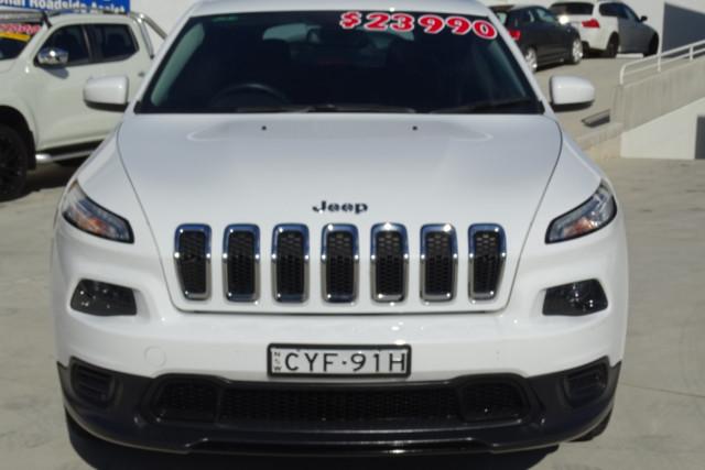 2015 Jeep Cherokee Sport 11 of 26
