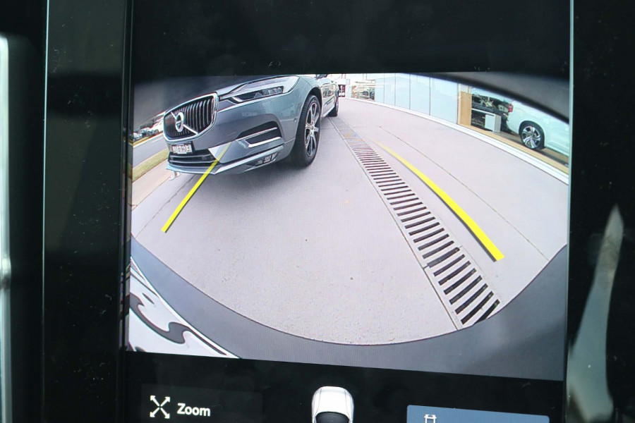 2021 MY20 Volvo XC40 XZ T4 Momentum Suv Image 2