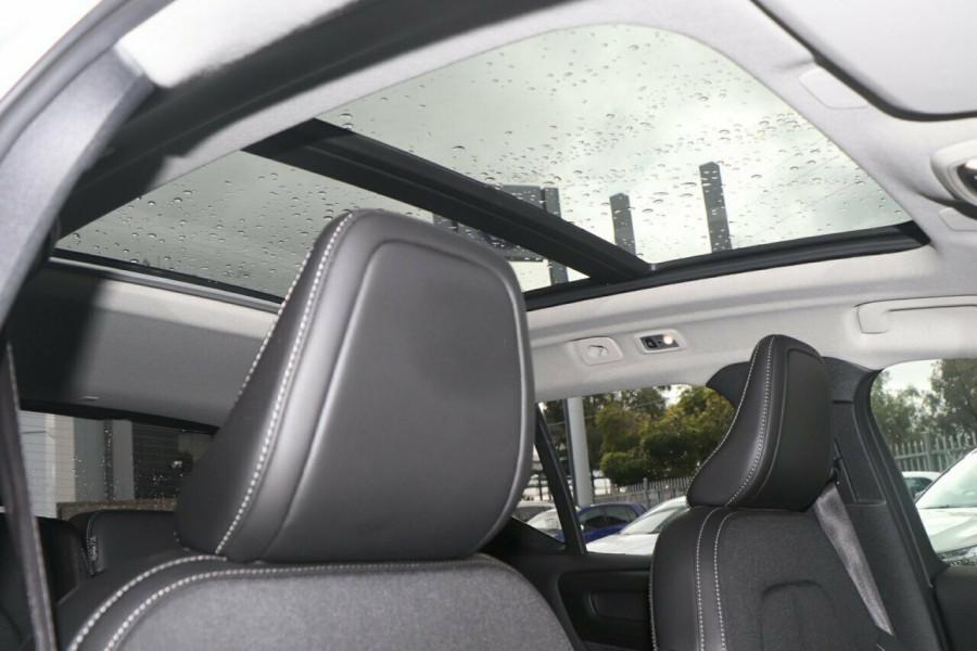2019 Volvo XC40 Suv Image 12